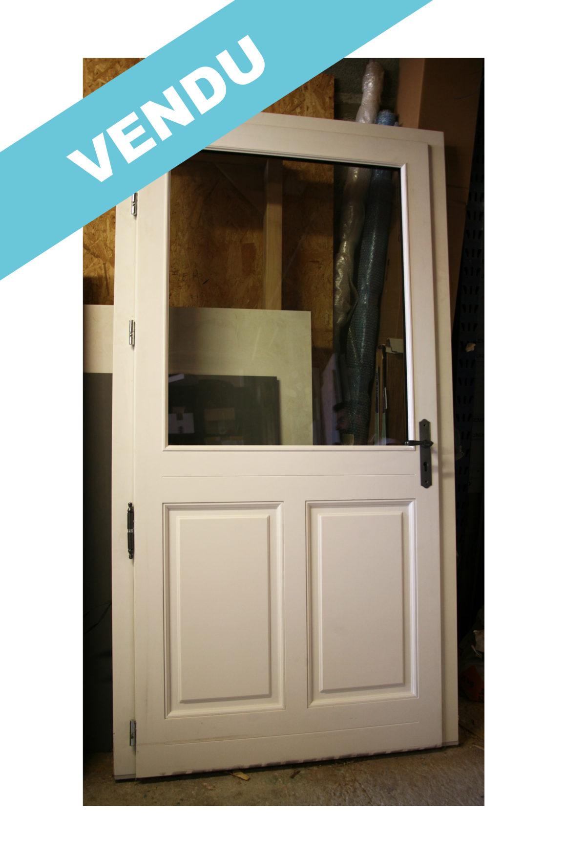 Porte d'entrée en bois à vendre !