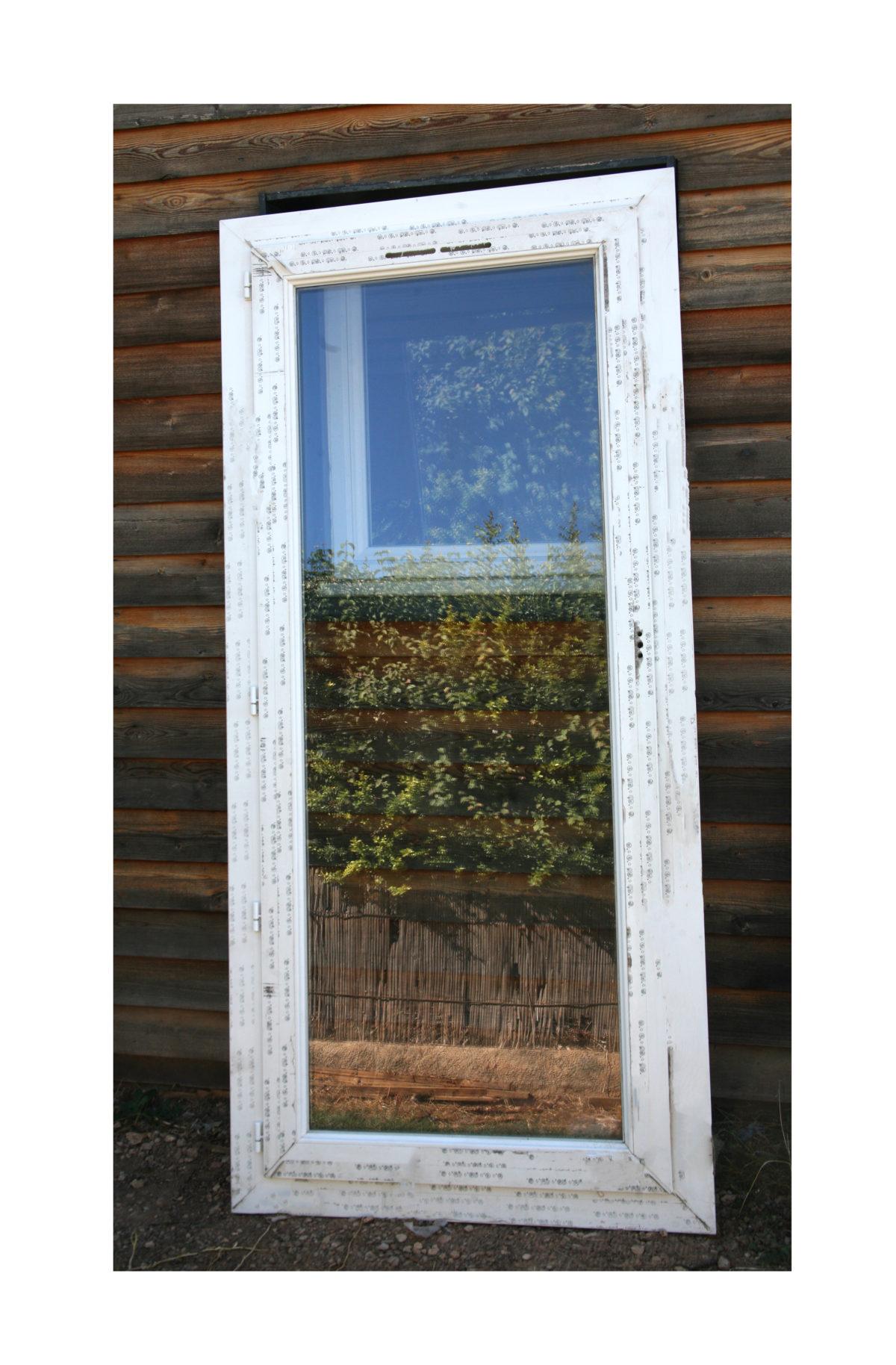 Porte-fenêtre 1 vantail à crémone à vendre !