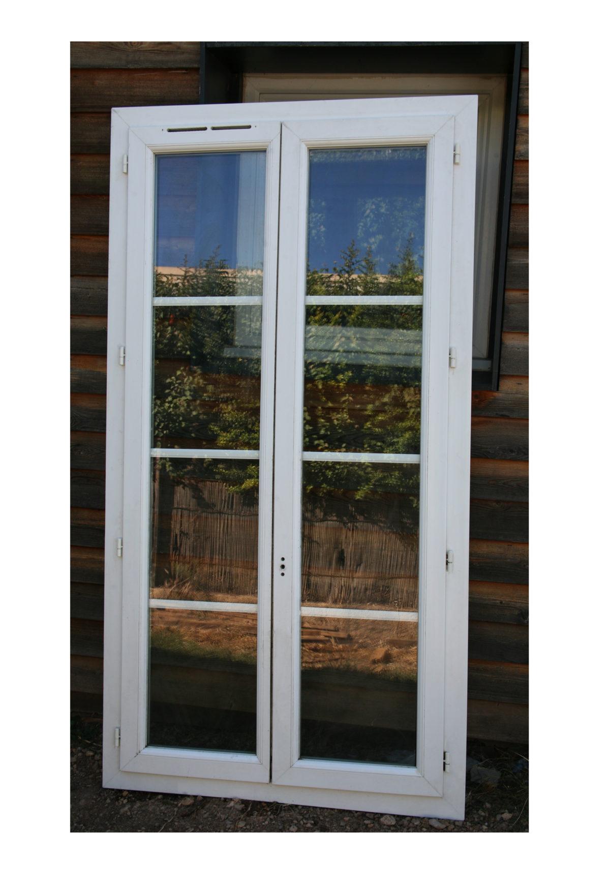 Porte-fenêtre 2 vantaux à vendre !