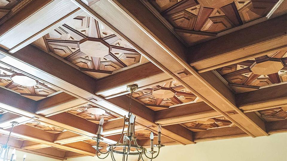 L'histoire du plafond en marqueterie de la mamie Bouze !